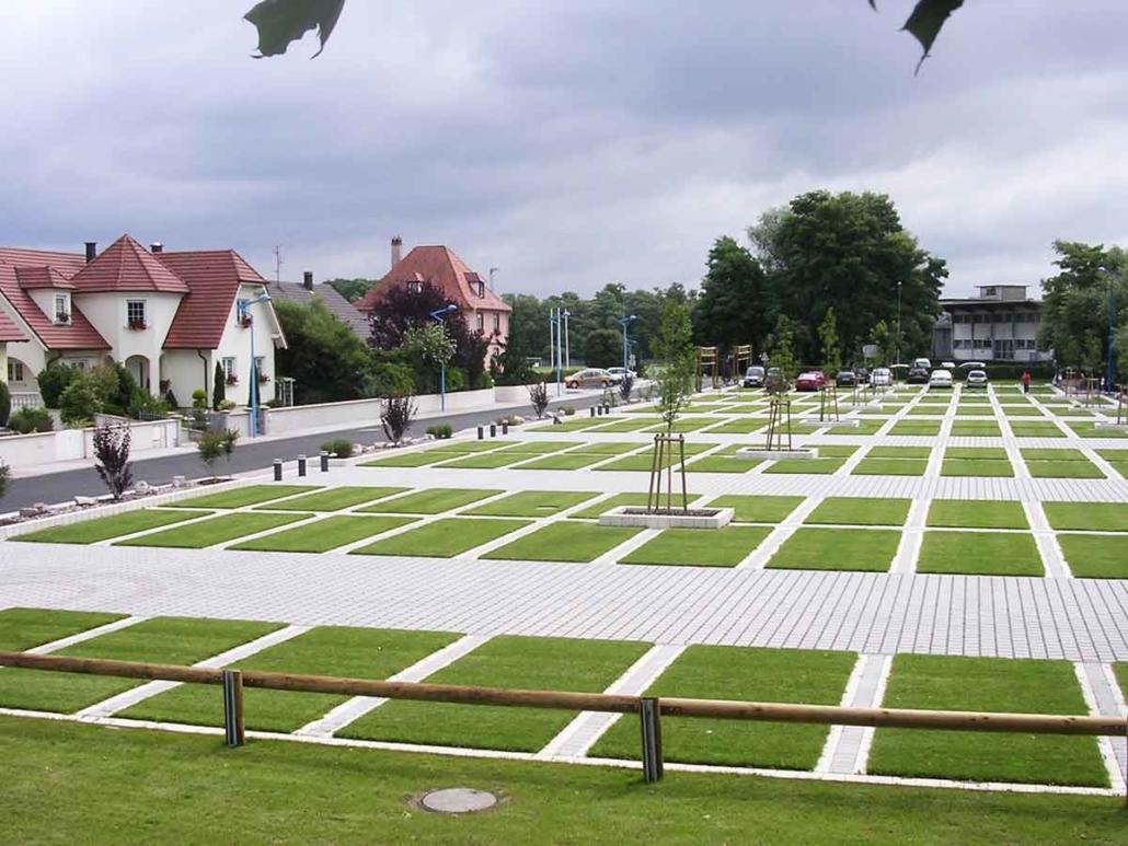 Parkplatz Bloxx und Gras