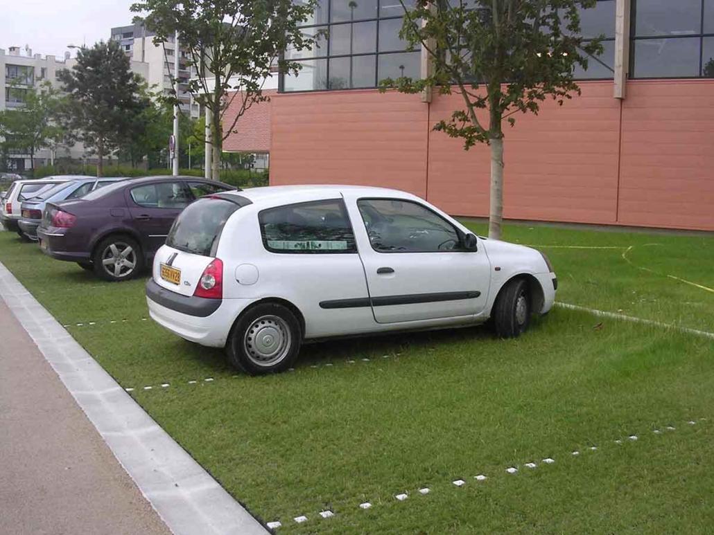 Parkplatz begrünt
