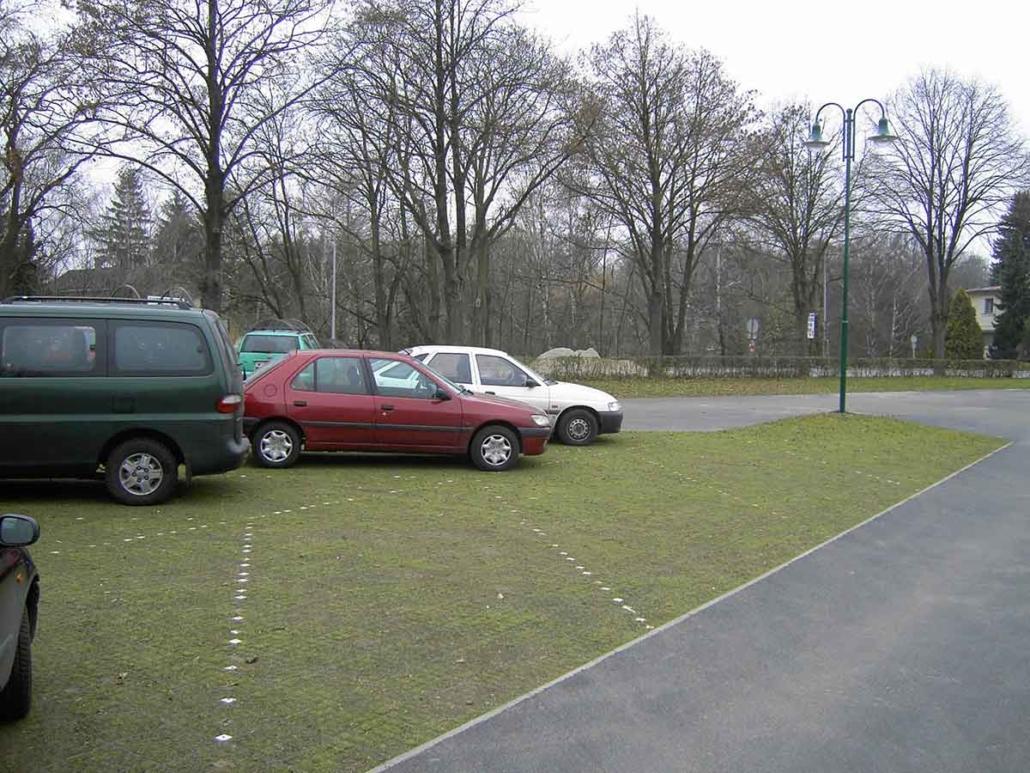 Urstein Parkplatz Grünfüllung