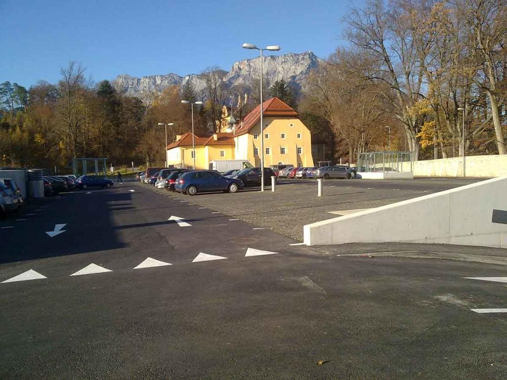 Urstein Parkplatz Bodengitter
