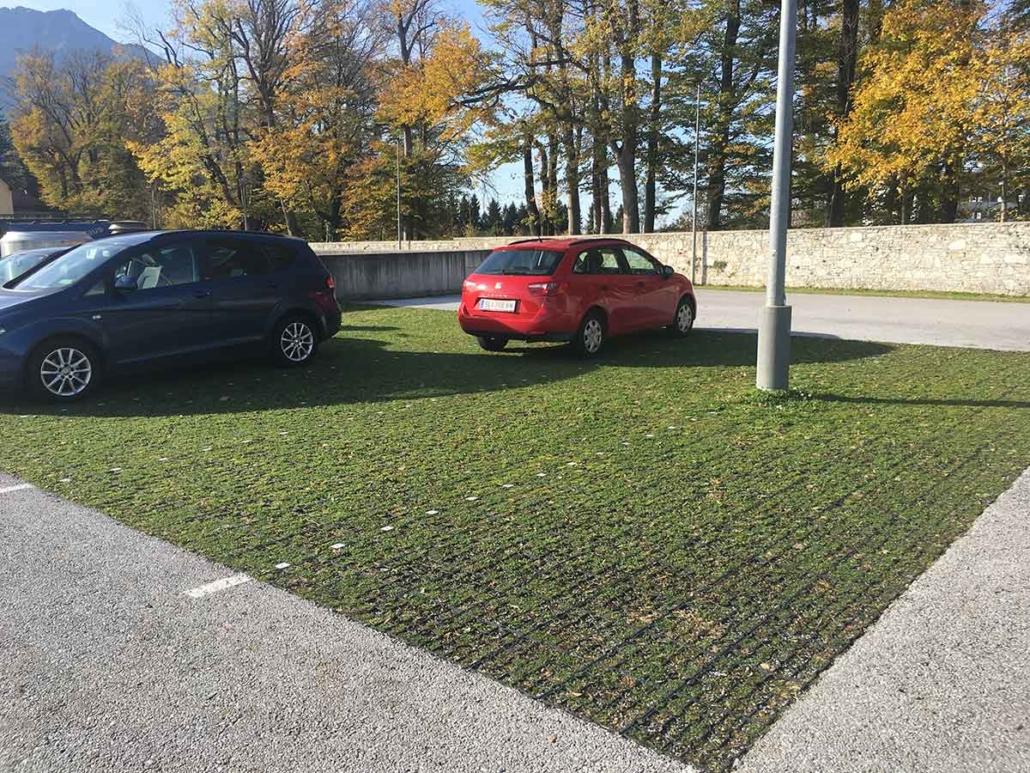 Urstein Parkplatz begrünt